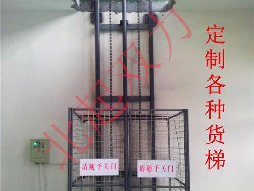液压货梯正在测试